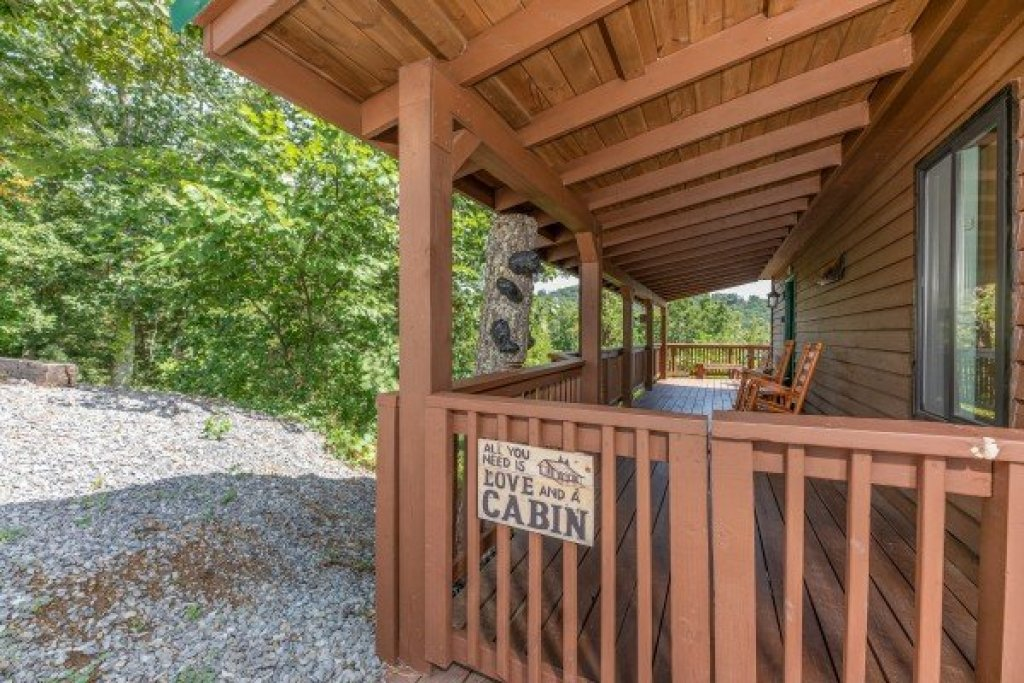 Photo of a Pigeon Forge Cabin named Bearing Views - This is the forty-eighth photo in the set.