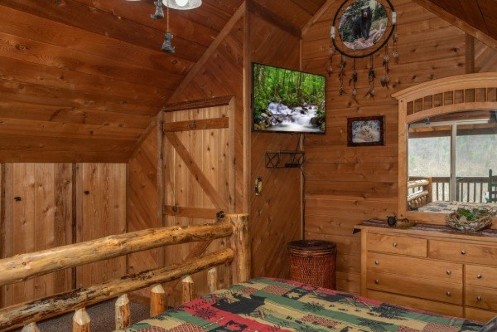 Photo of a Pigeon Forge Cabin named Bearing Views - This is the twenty-third photo in the set.