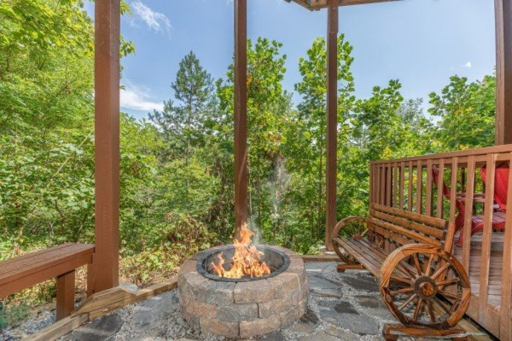 Photo of a Pigeon Forge Cabin named Bearing Views - This is the forty-first photo in the set.