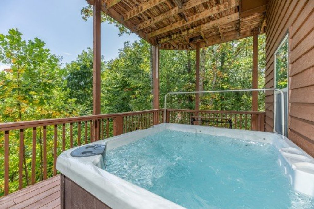 Photo of a Pigeon Forge Cabin named Bearing Views - This is the thirty-seventh photo in the set.