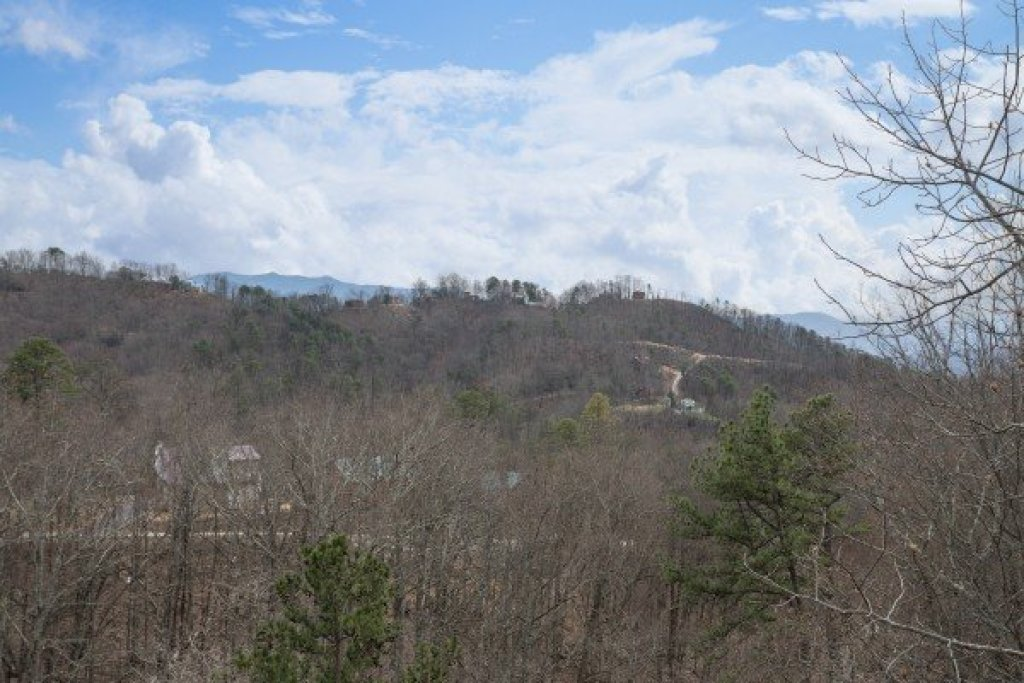 Photo of a Pigeon Forge Cabin named Bearing Views - This is the twenty-sixth photo in the set.