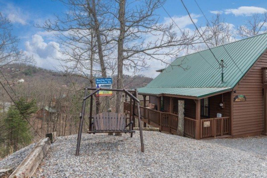 Photo of a Pigeon Forge Cabin named Bearing Views - This is the forty-third photo in the set.