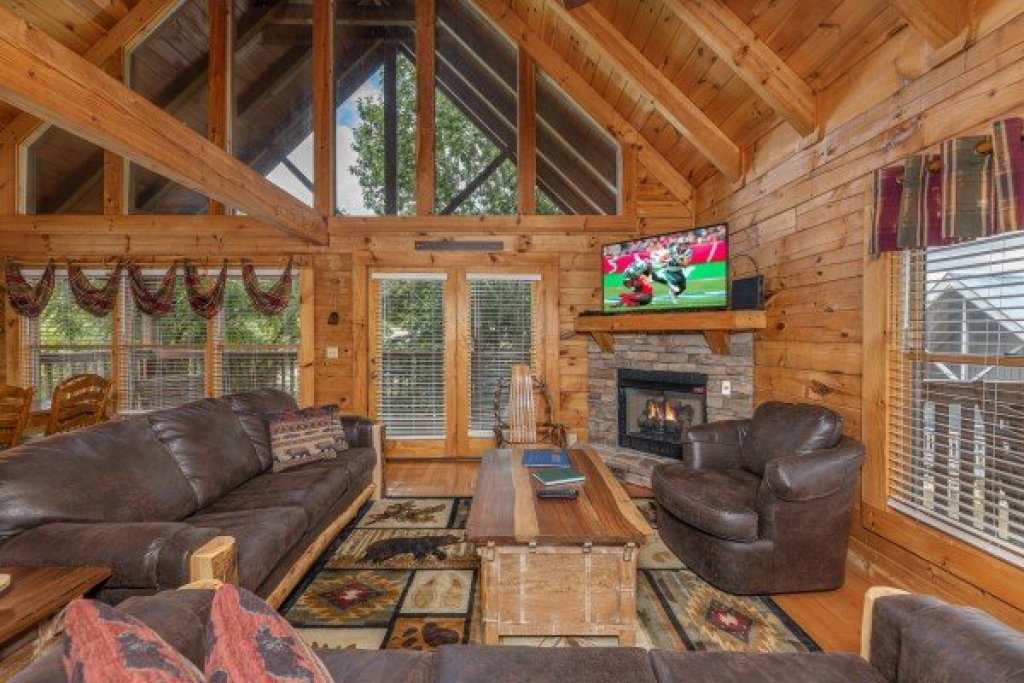 Photo of a Pigeon Forge Cabin named Logged Inn - This is the first photo in the set.
