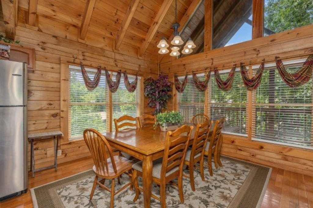 Photo of a Pigeon Forge Cabin named Logged Inn - This is the third photo in the set.
