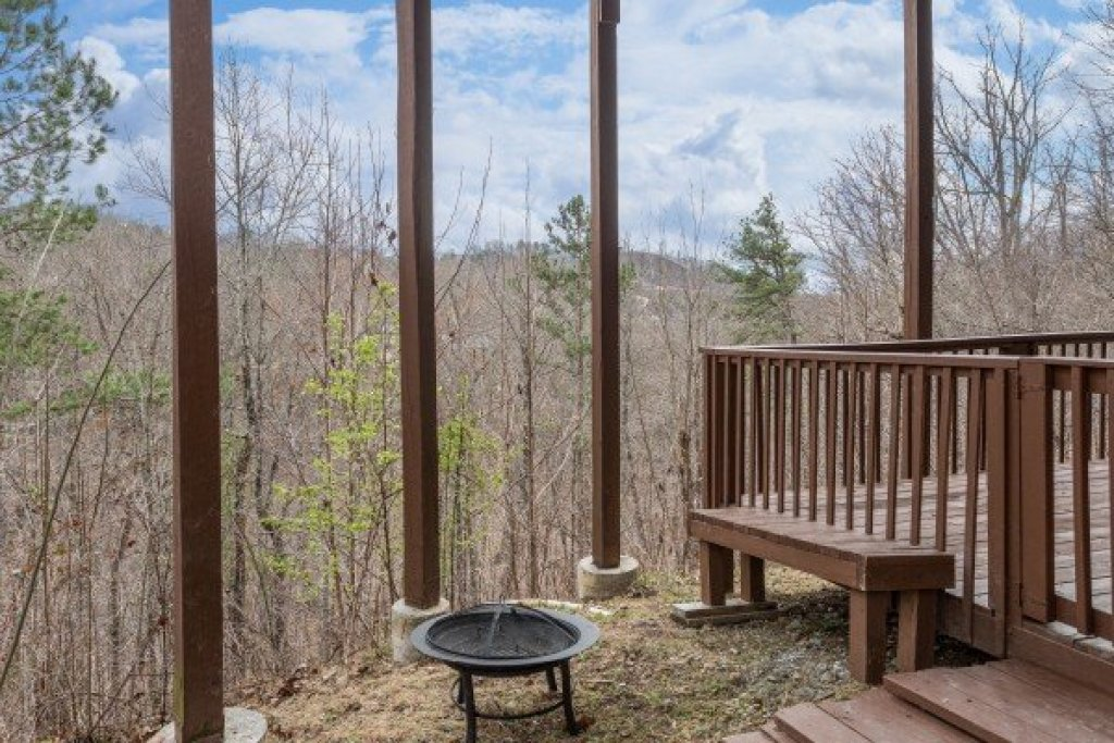 Photo of a Pigeon Forge Cabin named Bearing Views - This is the forty-second photo in the set.