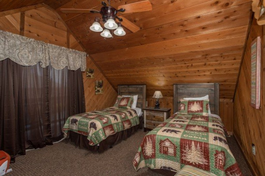 Photo of a Pigeon Forge Cabin named Bearing Views - This is the thirtieth photo in the set.