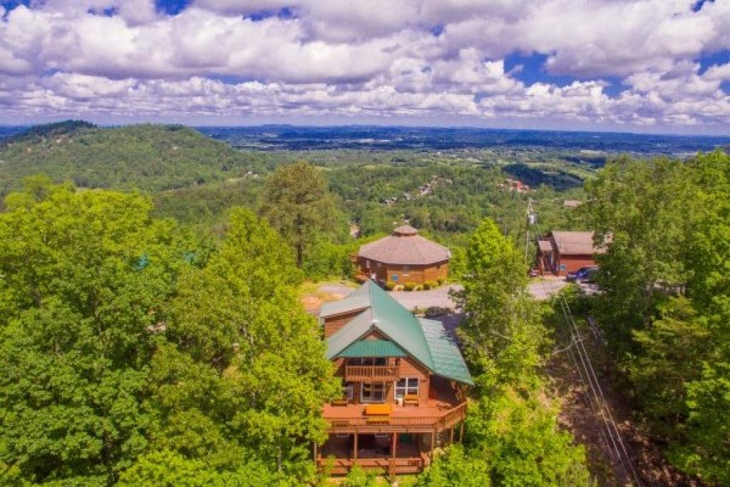 Photo of a Pigeon Forge Cabin named Bearing Views - This is the forty-sixth photo in the set.