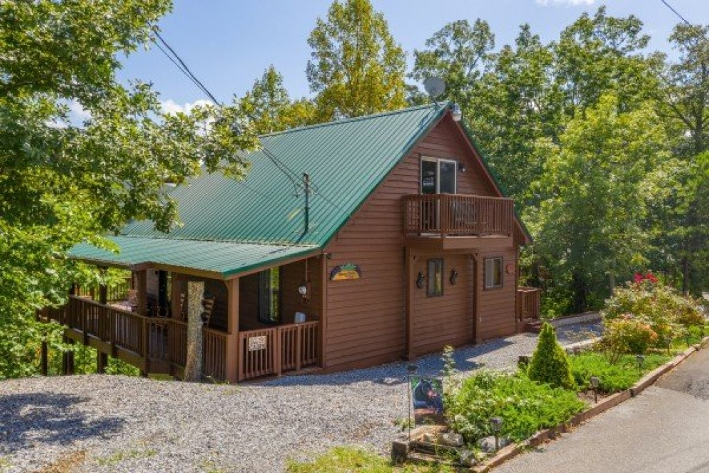 Photo of a Pigeon Forge Cabin named Bearing Views - This is the third photo in the set.