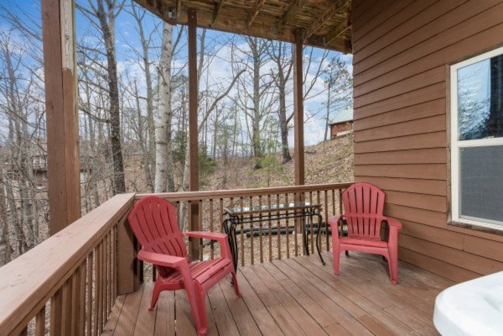 Photo of a Pigeon Forge Cabin named Bearing Views - This is the thirty-fifth photo in the set.