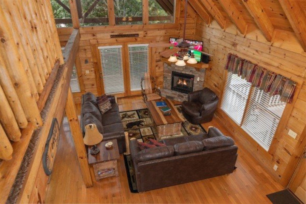 Photo of a Pigeon Forge Cabin named Logged Inn - This is the fourteenth photo in the set.