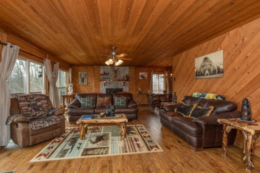 Photo of a Pigeon Forge Cabin named Bearing Views - This is the ninth photo in the set.