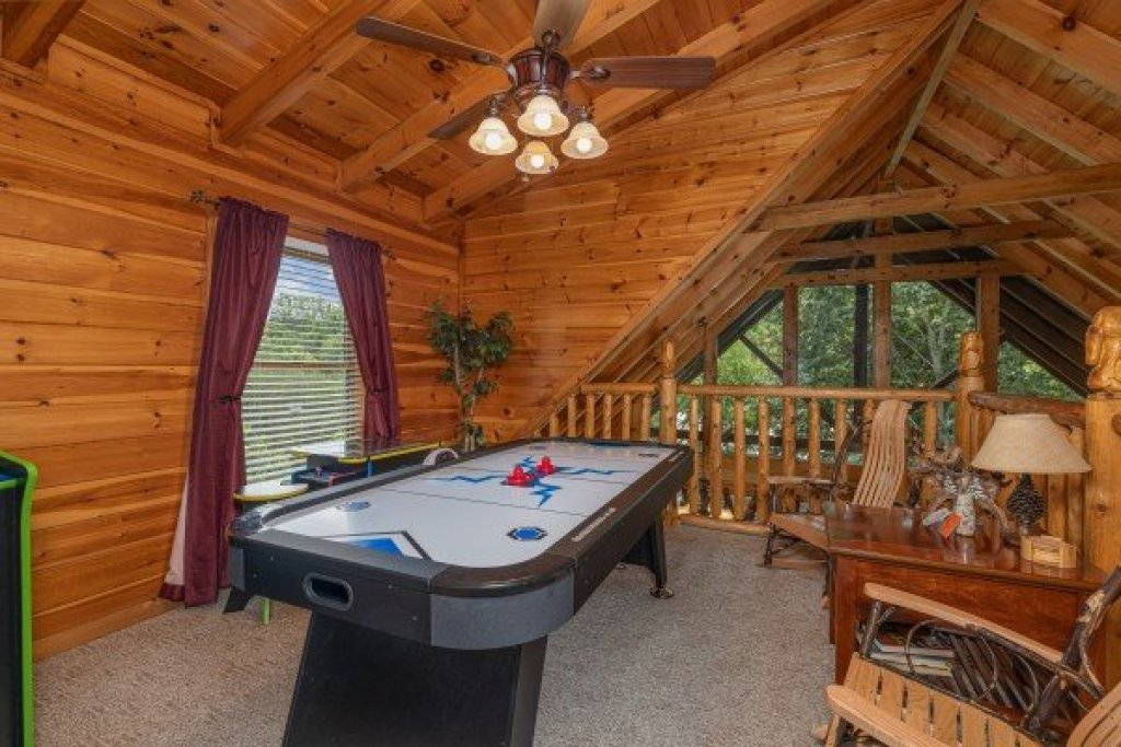 Photo of a Pigeon Forge Cabin named Logged Inn - This is the fifteenth photo in the set.