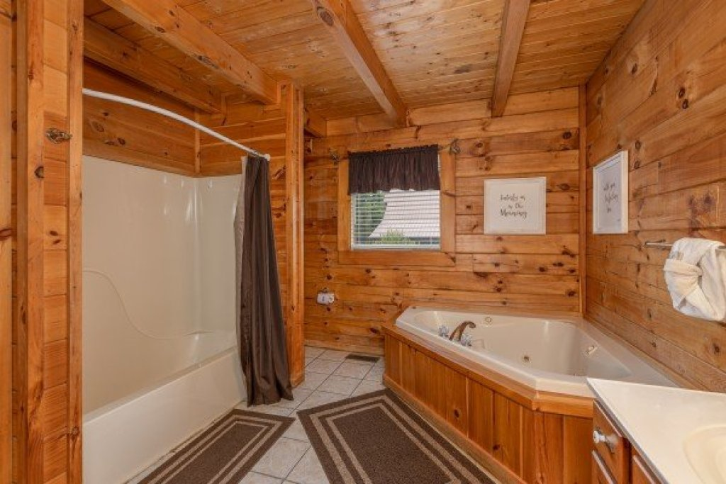 Photo of a Pigeon Forge Cabin named Logged Inn - This is the twelfth photo in the set.