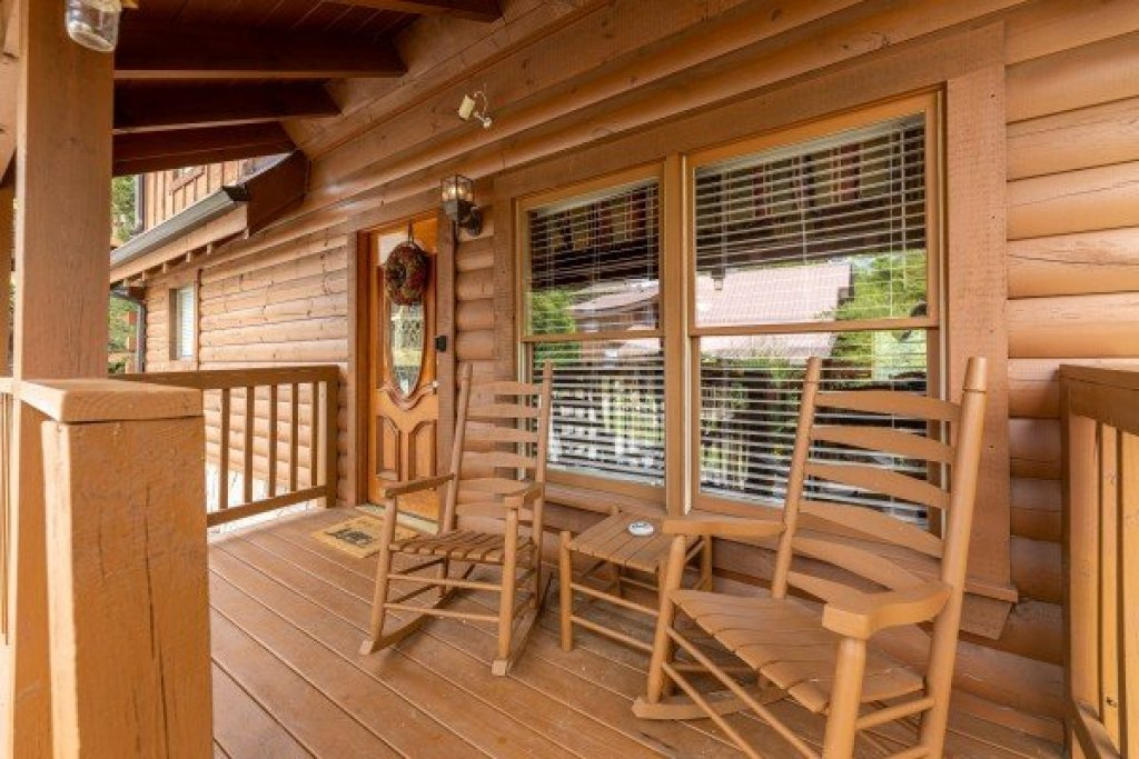 Photo of a Pigeon Forge Cabin named Logged Inn - This is the thirty-fourth photo in the set.