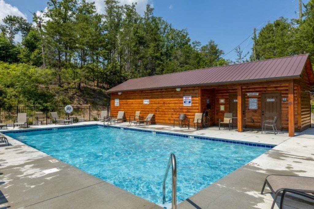 Photo of a Pigeon Forge Cabin named Bearing Views - This is the fifty-third photo in the set.