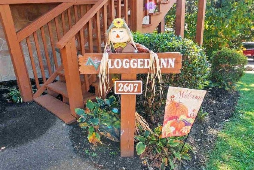 Photo of a Pigeon Forge Cabin named Logged Inn - This is the thirty-seventh photo in the set.