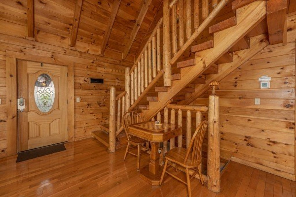 Photo of a Pigeon Forge Cabin named Logged Inn - This is the ninth photo in the set.