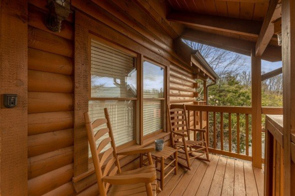 Photo of a Pigeon Forge Cabin named Logged Inn - This is the thirty-third photo in the set.