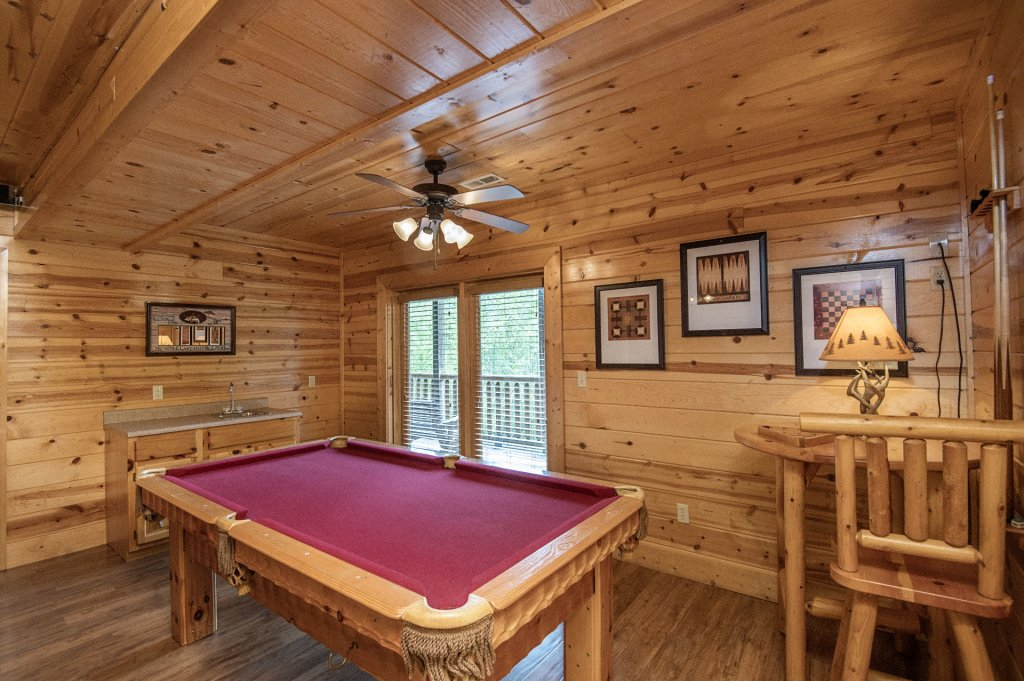 Photo of a Pigeon Forge Cabin named  Black Hawk Hideaway - This is the one hundredth photo in the set.