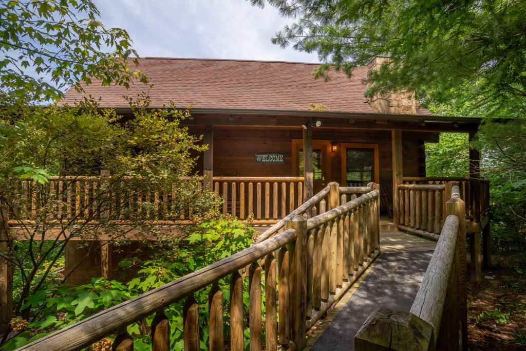 Photo of a Pigeon Forge Cabin named  Black Hawk Hideaway - This is the first photo in the set.