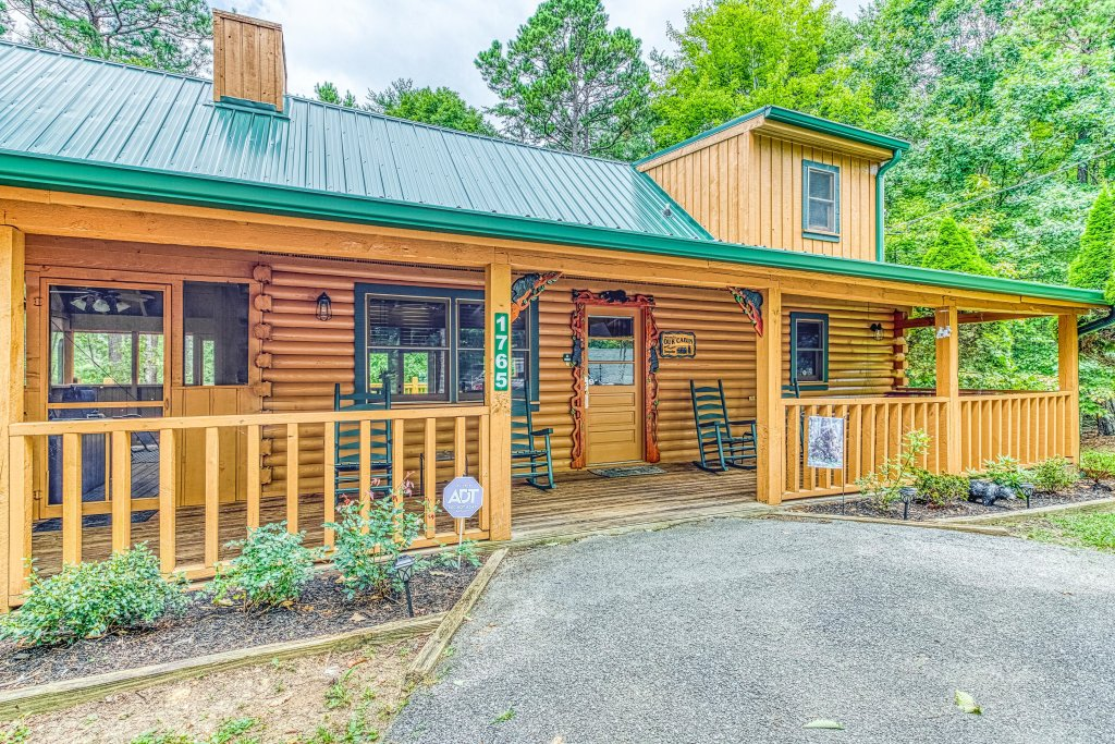 Photo of a Sevierville Cabin named Black Bear Bungalow - This is the first photo in the set.