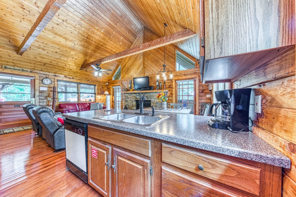 Photo of a Sevierville Cabin named Black Bear Bungalow - This is the thirteenth photo in the set.