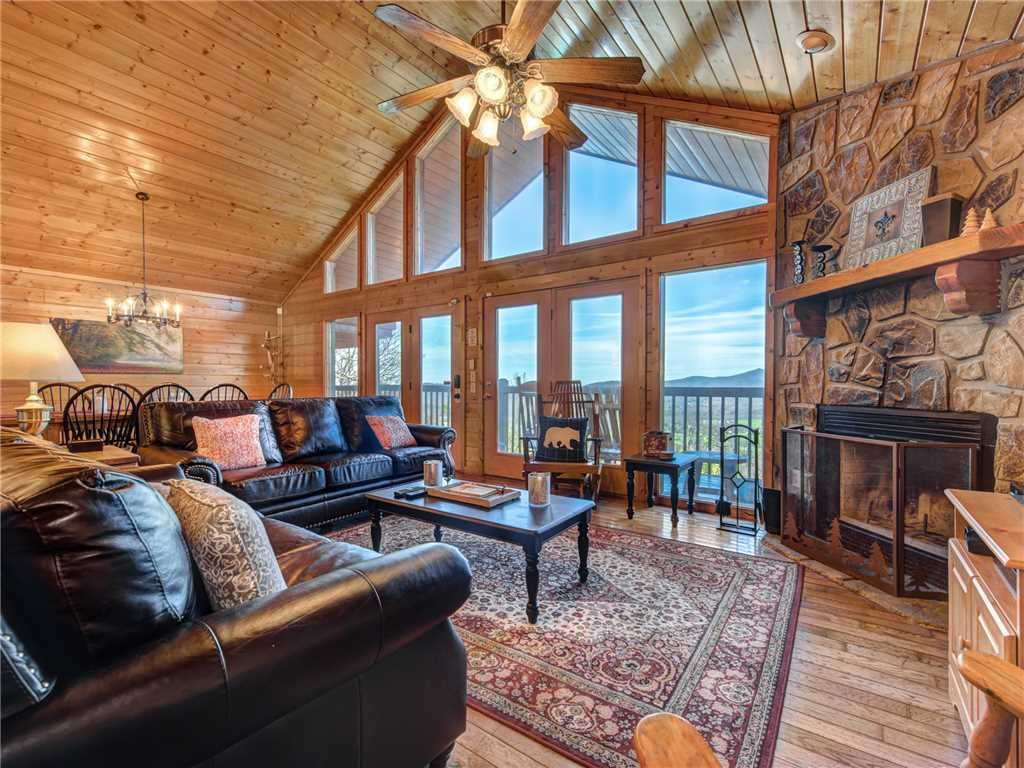 Photo of a Sevierville Cabin named Majestic Views - This is the third photo in the set.