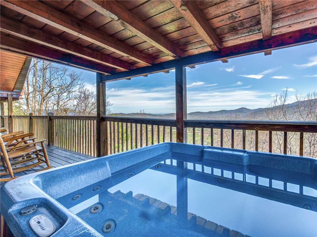 Photo of a Sevierville Cabin named Majestic Views - This is the fifth photo in the set.