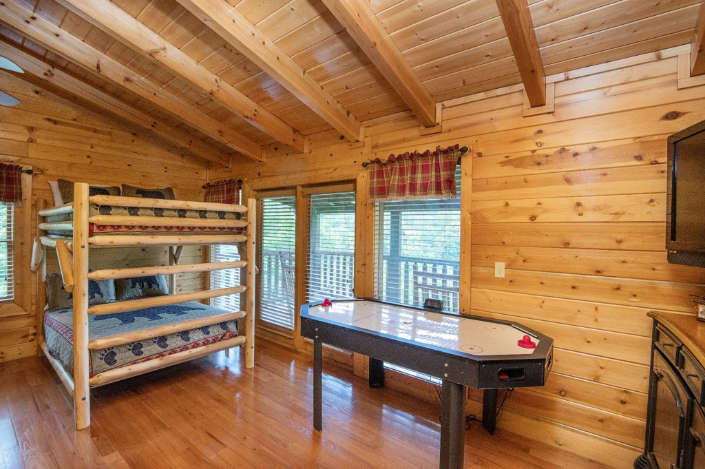 Photo of a Pigeon Forge Cabin named  Black Hawk Hideaway - This is the eighty-second photo in the set.