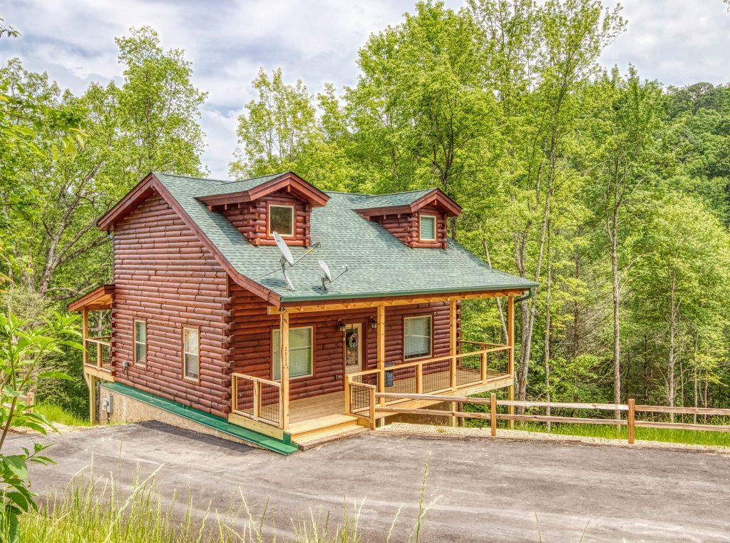 Photo of a Gatlinburg Cabin named Mountain Life - 496 - This is the first photo in the set.