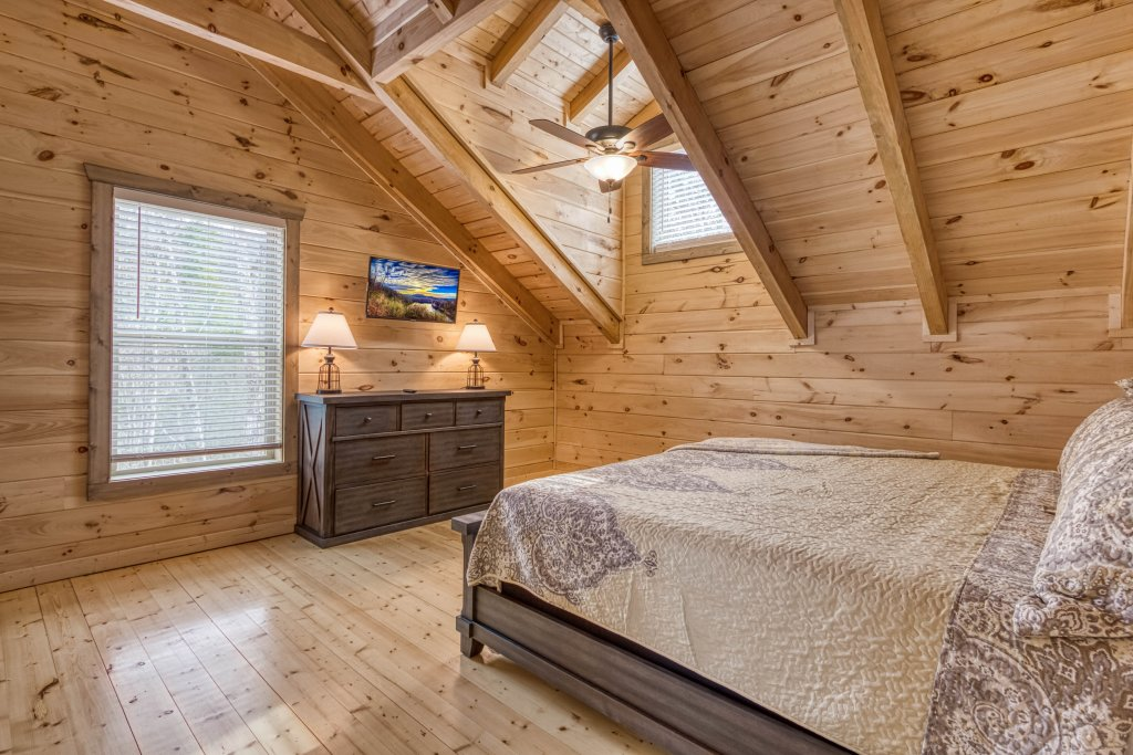 Photo of a Gatlinburg Cabin named Mountain Life - 496 - This is the eighteenth photo in the set.