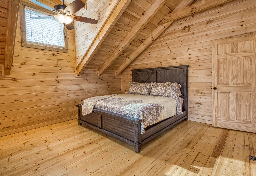 Photo of a Gatlinburg Cabin named Mountain Life - 496 - This is the twentieth photo in the set.