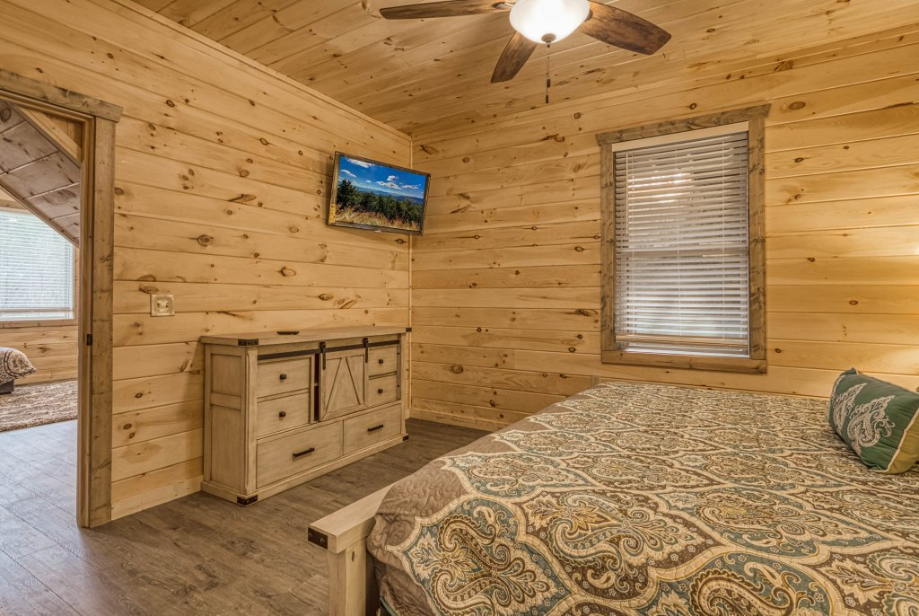 Photo of a Gatlinburg Cabin named Mountain Life - 496 - This is the twenty-eighth photo in the set.