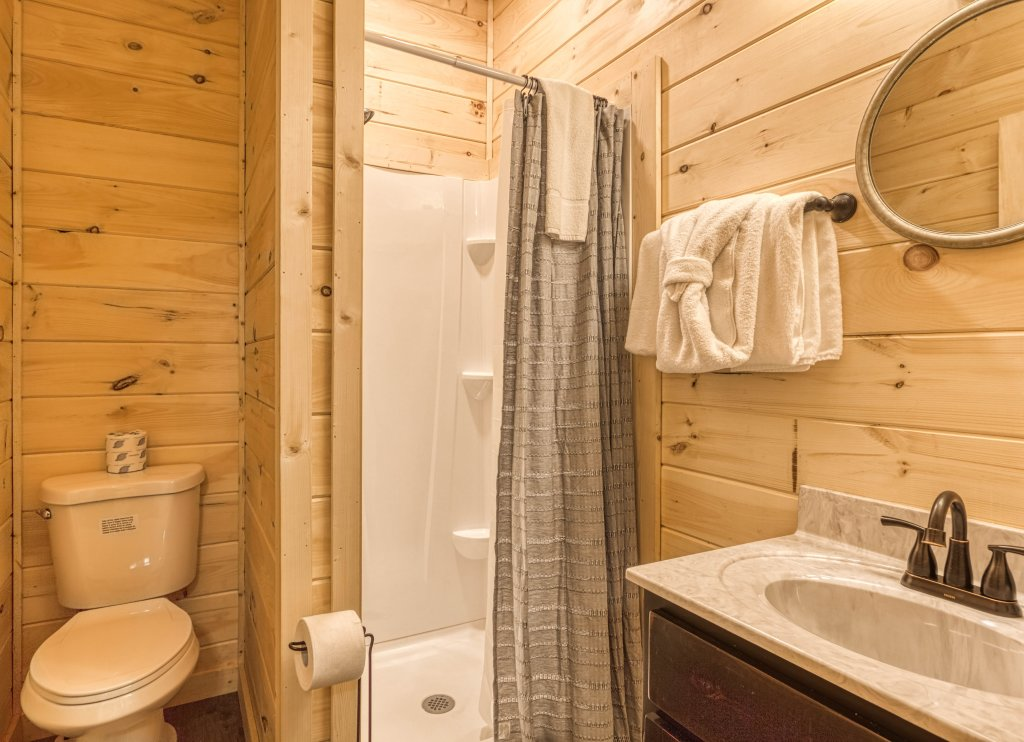 Photo of a Gatlinburg Cabin named Mountain Life - 496 - This is the thirty-second photo in the set.