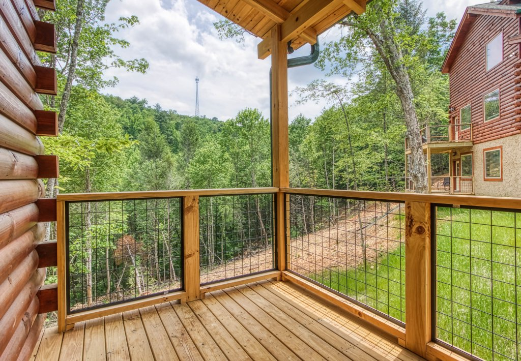 Photo of a Gatlinburg Cabin named Mountain Life - 496 - This is the thirty-fourth photo in the set.