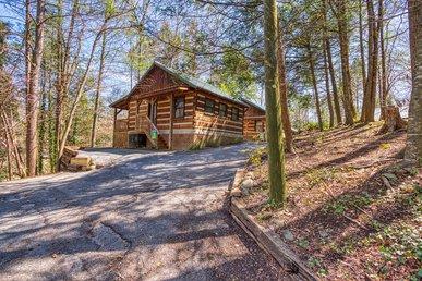 Romantic Gatlinburg Log Cabin Near Downtown Shopping, Restaurants, & Park!