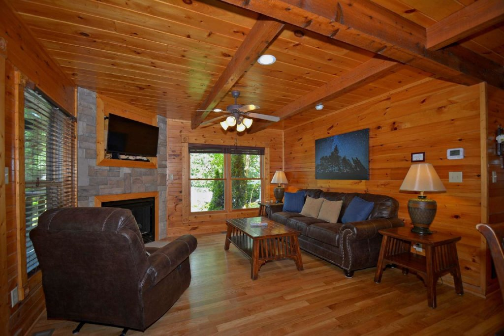 Photo of a Gatlinburg Cabin named Evening Star - This is the second photo in the set.