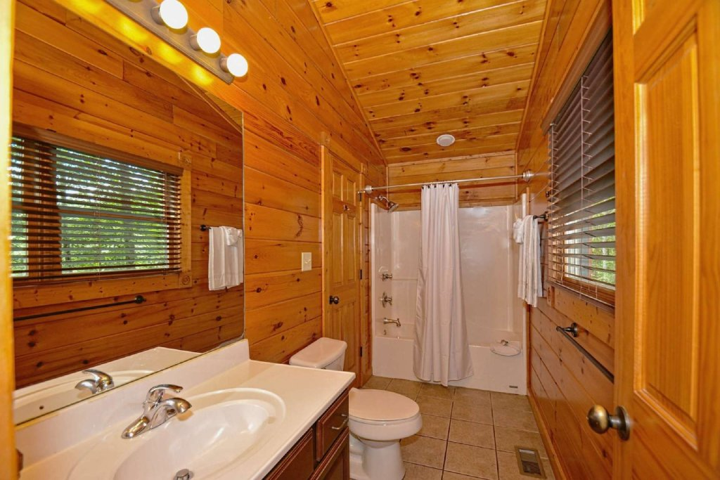 Photo of a Gatlinburg Cabin named Evening Star - This is the sixteenth photo in the set.