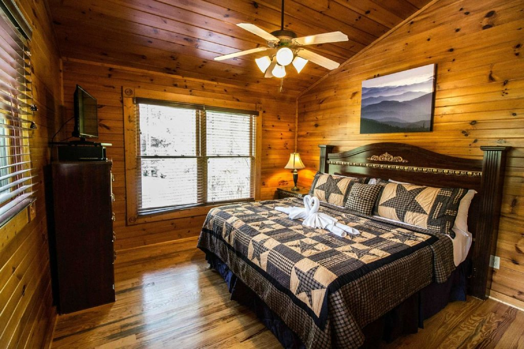 Photo of a Gatlinburg Cabin named Evening Star - This is the fifteenth photo in the set.