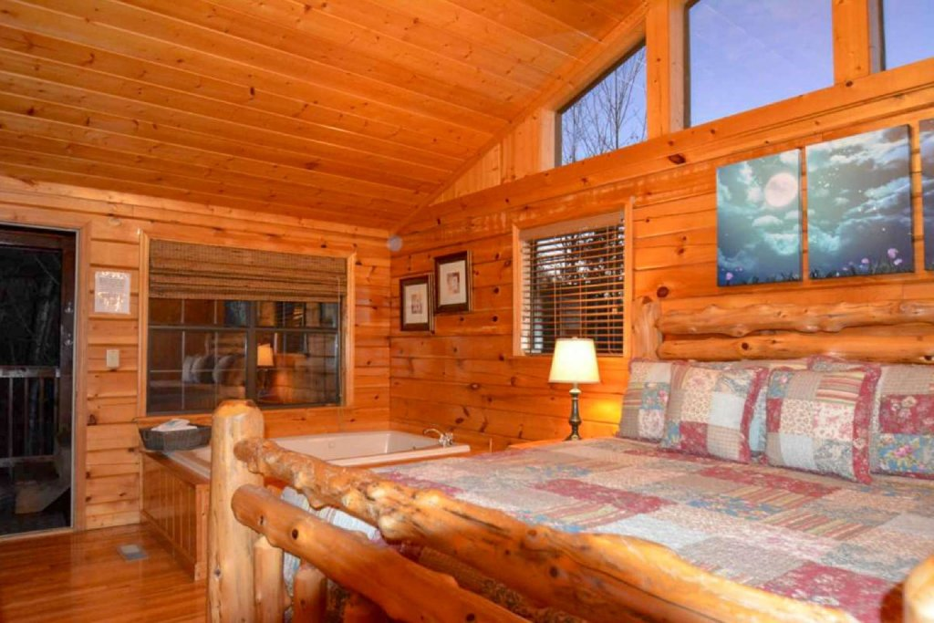 Photo of a Pigeon Forge Cabin named Moonlight Magic - This is the second photo in the set.