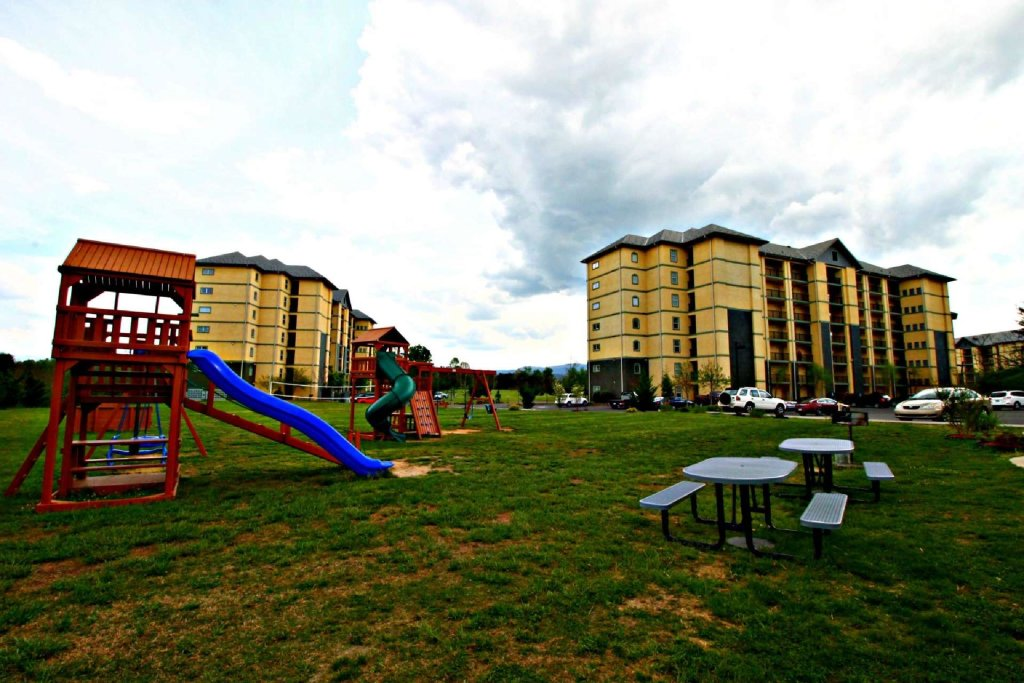 Photo of a Pigeon Forge Cabin named Mountain View Condo #3505 - This is the eleventh photo in the set.