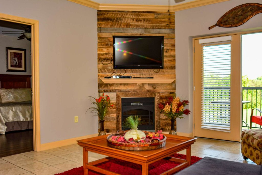 Photo of a Pigeon Forge Cabin named Mountain View Condo #3505 - This is the sixteenth photo in the set.
