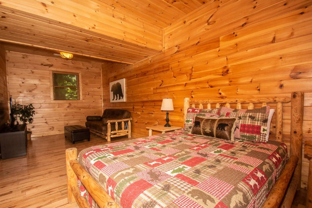Photo of a Pigeon Forge Cabin named Falcon Ridge - This is the twenty-first photo in the set.