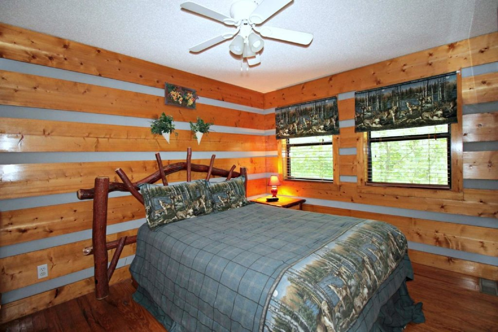 Photo of a Pigeon Forge Cabin named Dances With Wolves - This is the thirteenth photo in the set.