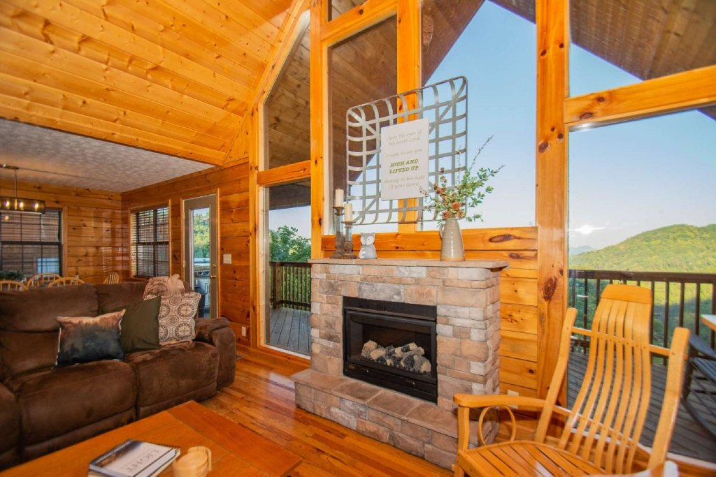 Photo of a Pigeon Forge Cabin named High And Lifted Up - This is the first photo in the set.