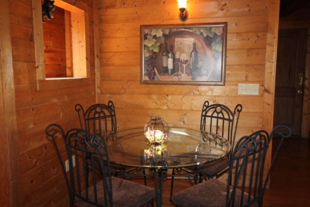 Photo of a Pigeon Forge Cabin named Moonlight Kisses - This is the fourth photo in the set.