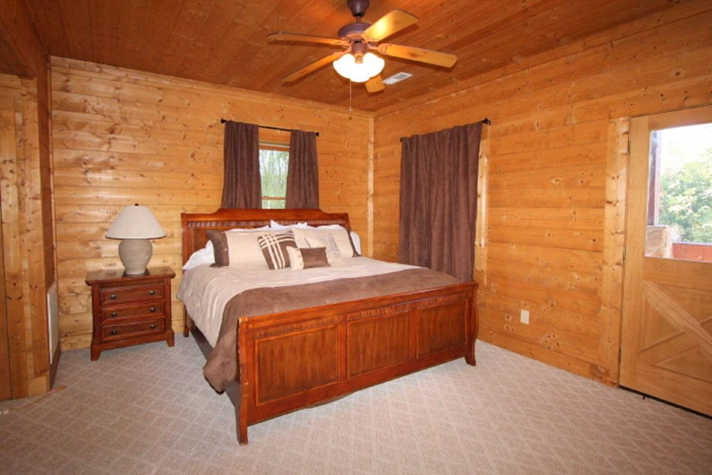 Photo of a Pigeon Forge Cabin named Moonlight Kisses - This is the ninth photo in the set.