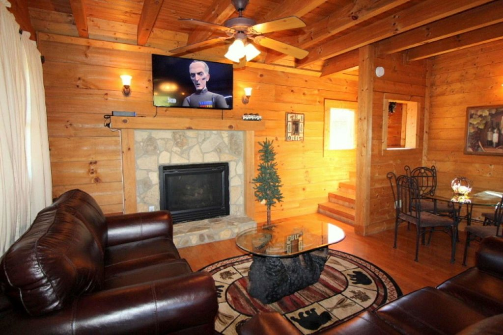 Photo of a Pigeon Forge Cabin named Moonlight Kisses - This is the seventh photo in the set.