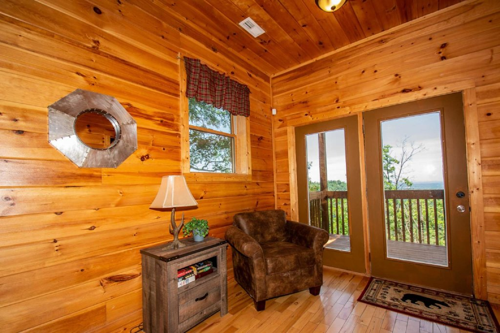 Photo of a Pigeon Forge Cabin named Falcon Ridge - This is the twenty-fourth photo in the set.