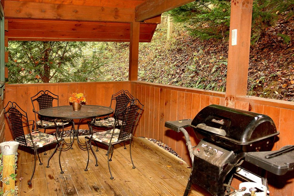 Photo of a Pigeon Forge Cabin named Streamside Getaway - This is the fourteenth photo in the set.